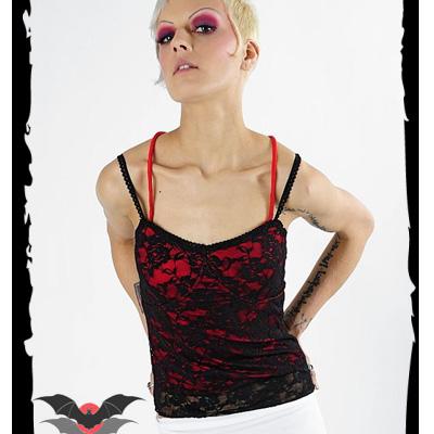 Pagan - Camiseta roja sobre capa de encaje negra
